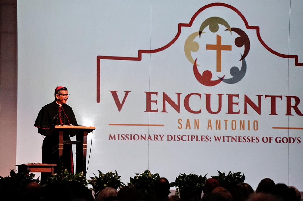 Bienvenida a V Encuentro a Arzobispo Gustavo García-Siller